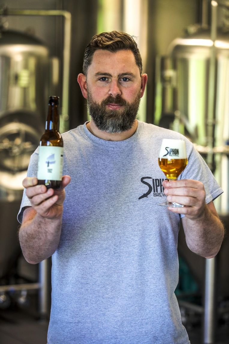 Breandan Kearney van brouwerij Siphon met het nieuwe bier Siphon Brewing 1902.