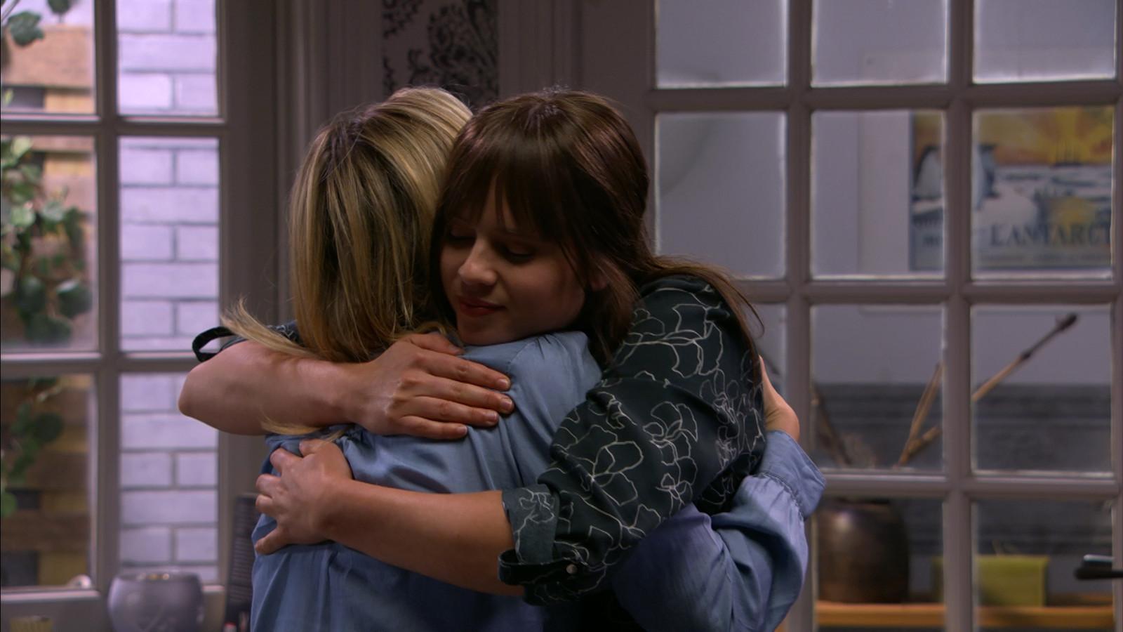 Nog een dikke knuffel van Tamara en Olivia kan vertrekken.