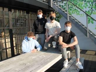 """Izegemse tieners lanceren met Lheureofficielle eigen kledinglijn: """"Mooie mode hoeft niet duur te zijn"""""""