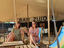 Toya en Charlotte in hun Bar Zuid.