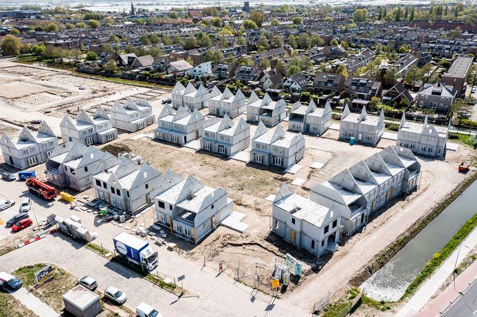 De nieuwe wijk Lierkwartier in aanbouw. GemeenteBelang Westland vindt dat er meer moet worden gebouwd voor starters en middeninkomens.
