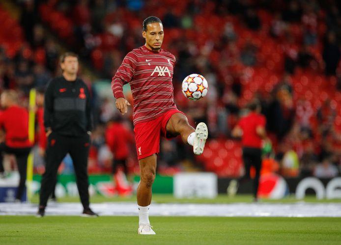 Virgil van Dijk tijdens de warming-up tegen Milan.