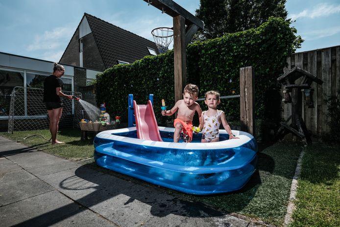 Het vullen van zwembadjes en sproeien van de tuin kan in de toekomst mogelijk in uiterste gevallen worden verboden.