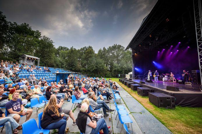 Zaterdagavond was het laatste optreden van het seizoen bij openluchttheater Tolhekke in Basse.