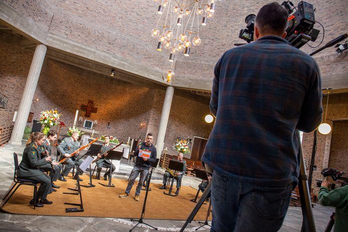 Opnames van orkest ter herdenking van de Slag om de Grebbeberg in de Gedachteniskerk in Rhenen.