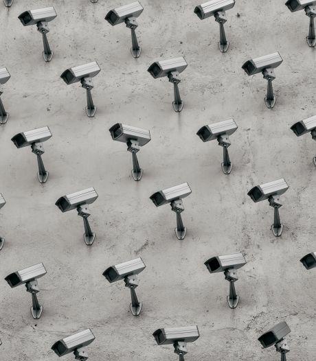 Camera's blijven in door jeugd geteisterde Van Deysselbuurt