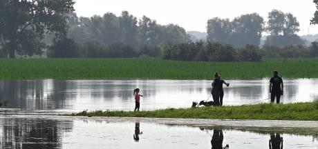 Jongeren in Boxmeer aangehouden die dijk vernielden, bekeuringen uitgedeeld