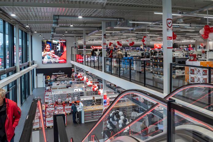 Twee etages bij de nieuwe MediaMarkt-vestiging bij winkelcentrum De Zeeland.