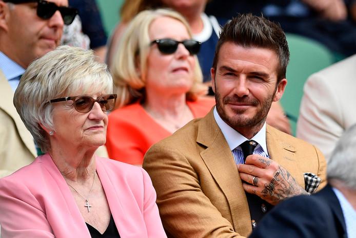 David Beckham met zijn moeder Sandra.