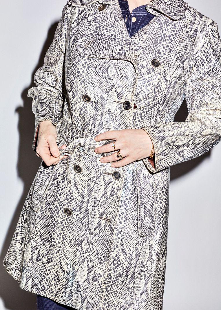 De Emma Peel-achtige jas. Beeld Valentina Vos