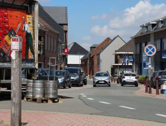 Nieuwe asfaltlaag moet geluidshinder oplossen: Marktplein enkele weken afgesloten