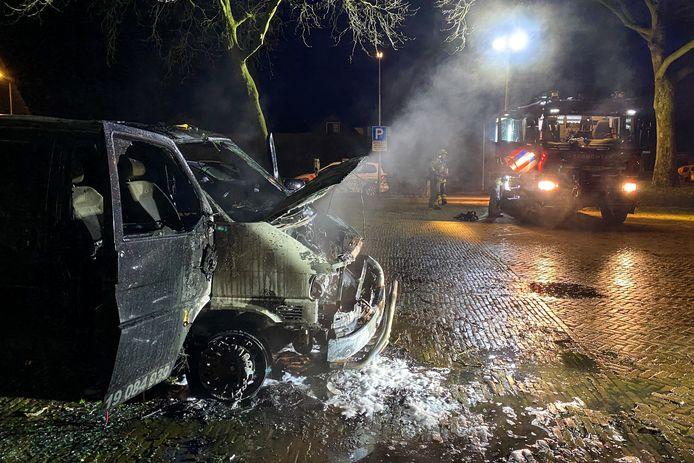 De bus werd onherstelbaar beschadigd door de brand.