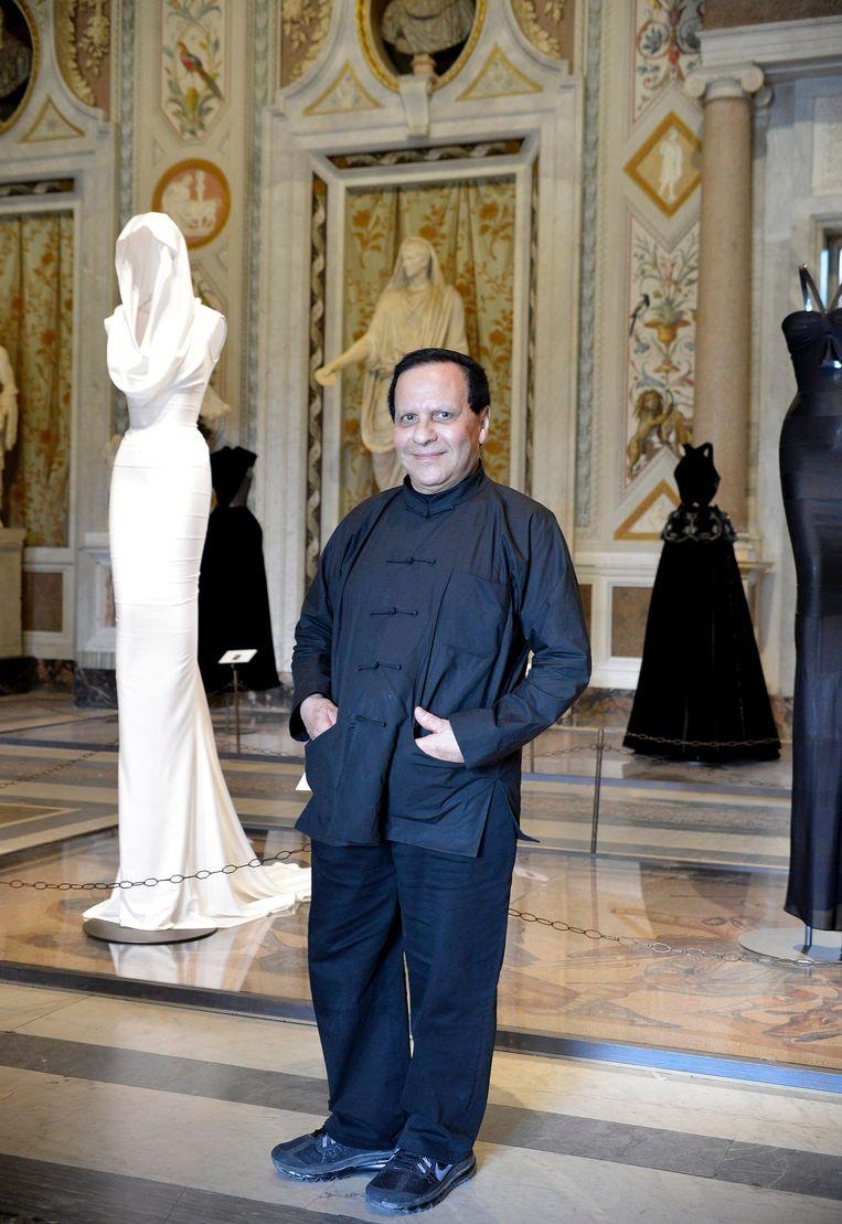Azzedine Alaïa. De ontwerper draagt altijd een zwart Chinees pak. Beeld © Mimmo Frassineti / AGF/Mimmo F