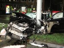 Zware crash in Arnhem: drie zwaargewonden, auto in gruzelementen