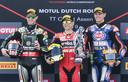 Alvaro Bautista (midden) als winnaar naast nummer 2 Jonathan Rea (links) en Michael van der Mark (rechts), die als derde eindigde.