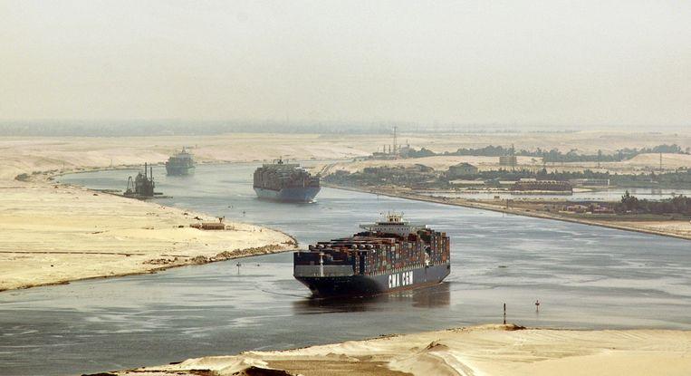 Archieffoto: schepen varen door het Suezkanaal. Beeld AP