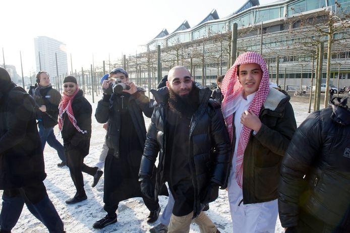 Fouad Belkacem verlaat het justitiepaleis na een veroordeling voor aanzetten tot haat en geweld.