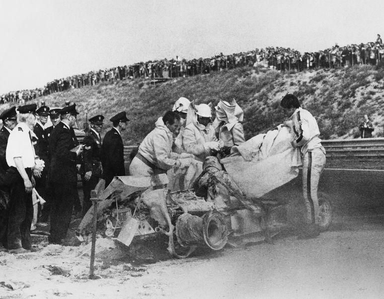 Het wrak van de auto waarin Roger Williamson in 1973 verongelukte.  Beeld Getty Images