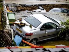 Groninger politieagenten beveiligen huizen en evacueren bewoners in Limburg