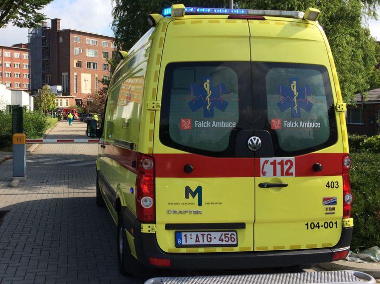Een ambulance bracht de gewonde over naar het ziekenhuis