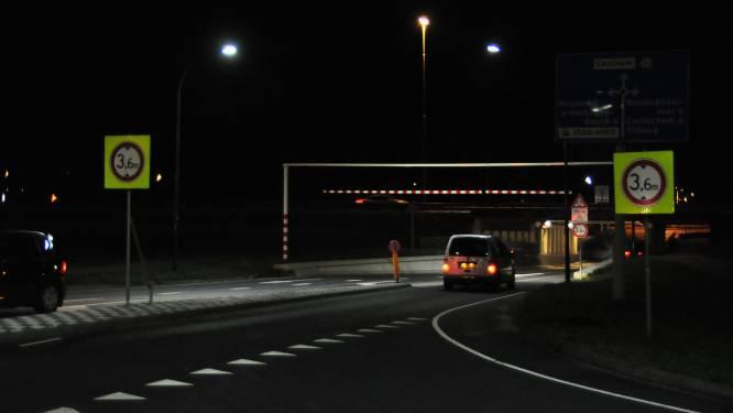 Berucht viaduct bij Waalwijk krijgt extra waarschuwingsborden