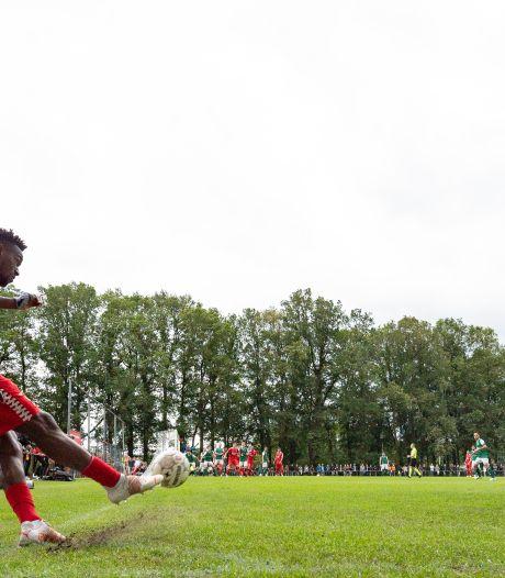 FC Twente heeft nu al een probleem: Lukoki rest van het seizoen uitgeschakeld