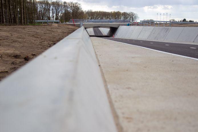 De nieuwe fietstunnel bij de Mgr. Smetsstraat in Dommelen.