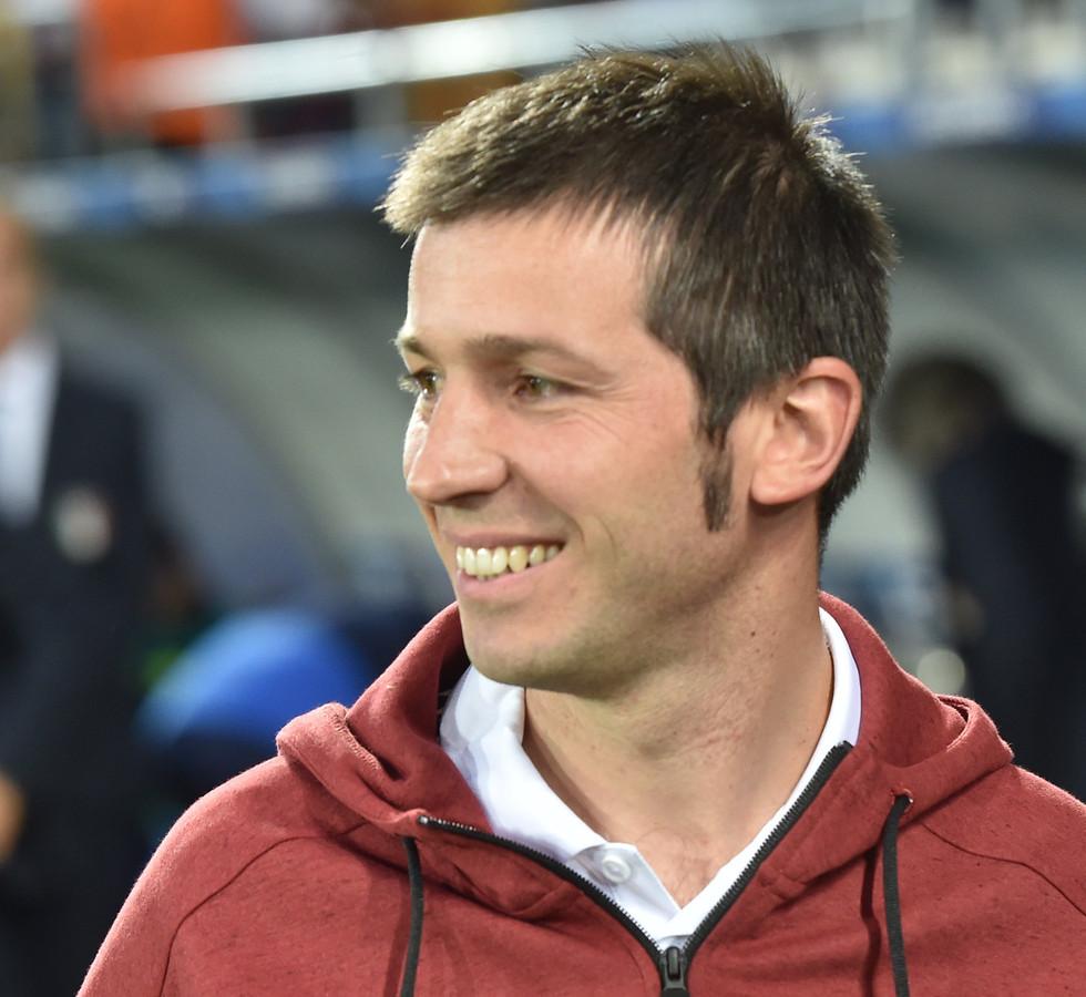 Albert Celades als coach van Jong Spanje.