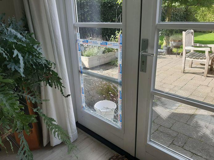 In de inbraken in Woudhuis zit een patroon: met een steen wordt een ruit kapot gegooid om vervolgens een deur of raam te kunnen openen. Zo is het hier bij de familie Looman ook gegaan.