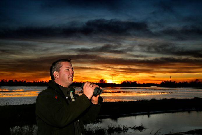 Boswachter Harm Blom in de Biesbosch: ,,Je kunt in de Biesbosch en de Noordwaard heerlijk ontspannen, maar hou er rekening mee dat de paden niet verlicht zijn.''