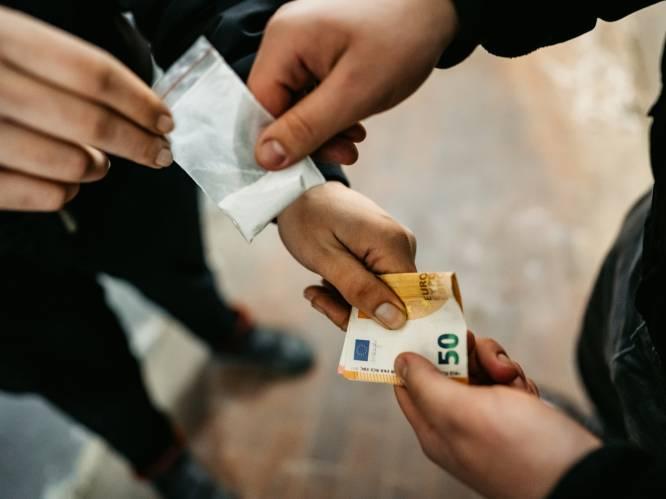 """Cocaïne is overal én vooral daar waar u het niet verwacht. Vier gebruikers aan het woord: """"Op den duur nam ik een gram per dag. Ook op de schoolbanken"""""""