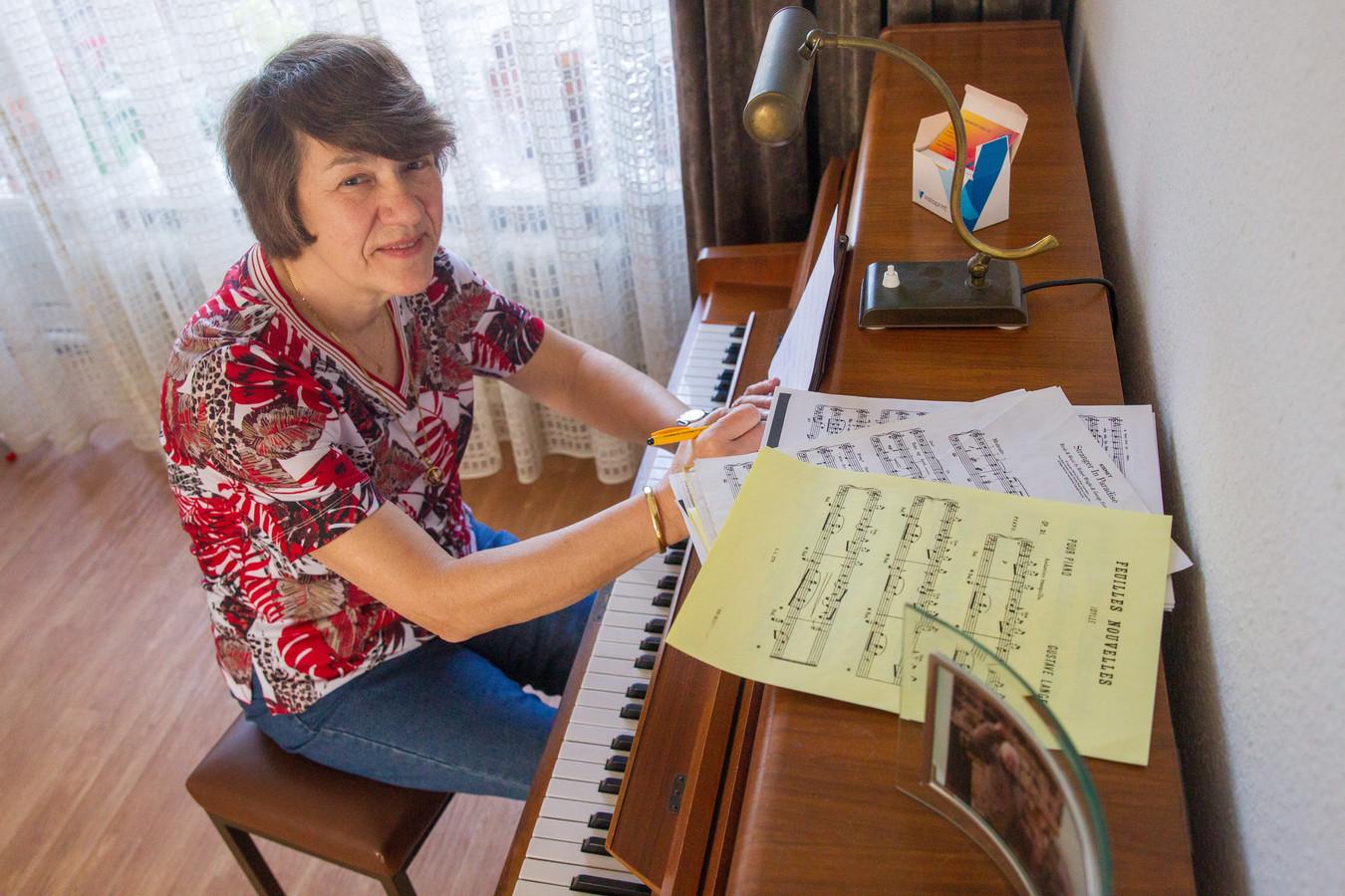 Pauline Geven is 35 jaar dirigent van zangvereniging Zanglust in Eindhoven.
