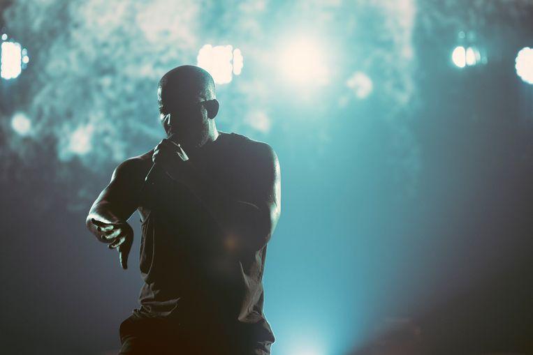Drake in het Sportpaleis: oerdegelijk showbizzvertier. Beeld Illias Teirlinck
