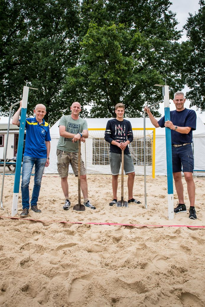 Enkele jaren geleden was de voorbereiding voor het beachhandbaltoernooi nog een stuk simpeler  dan in 2020.