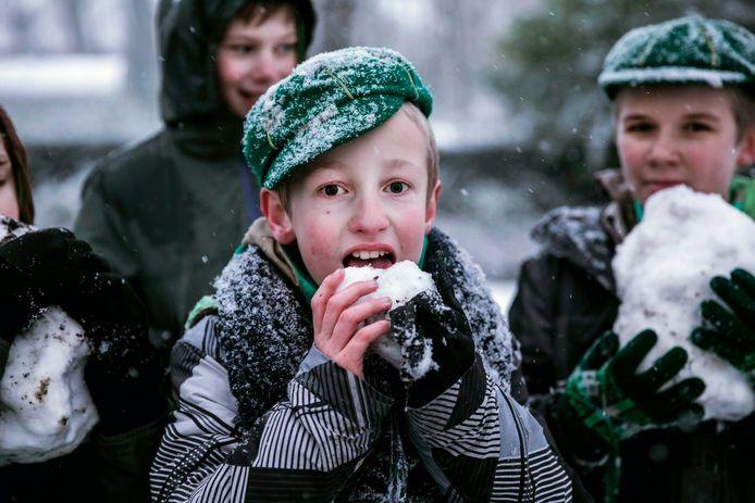 Sneeuw betekent sneeuwballen en ijslolly's voor de Sint-Trudoscouts.