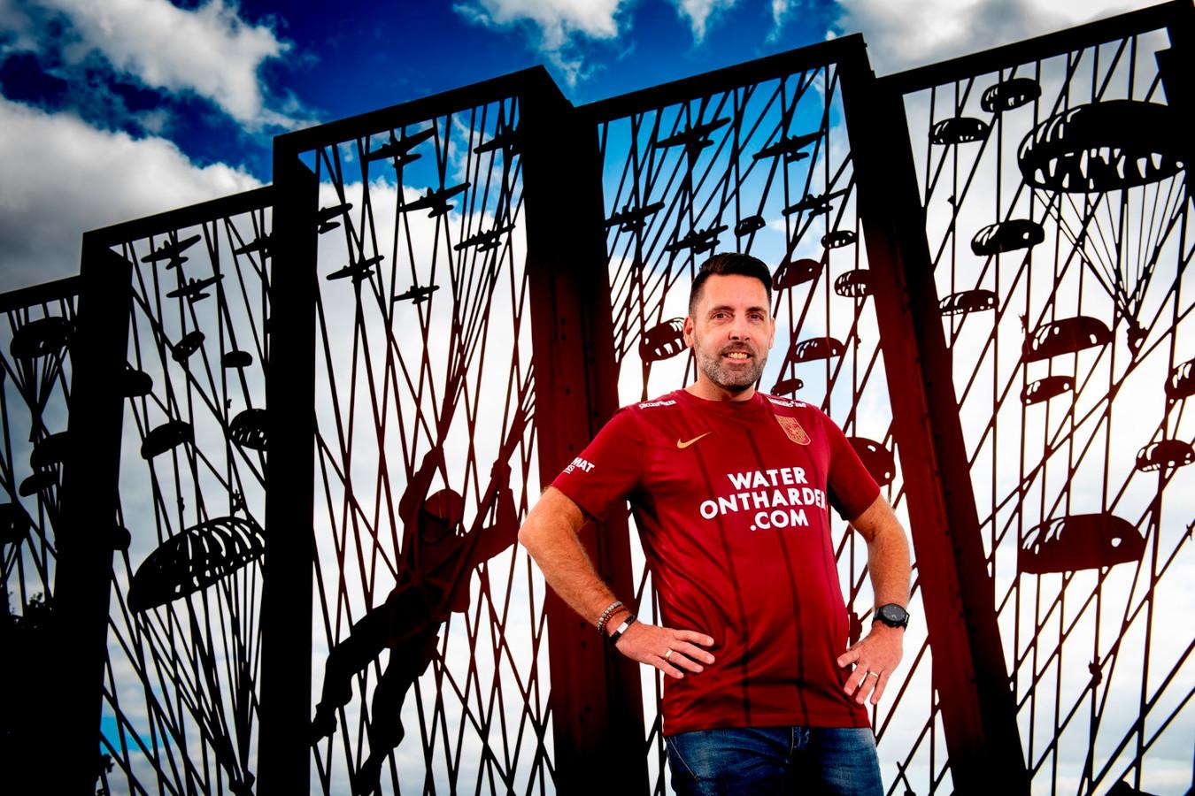 Vitesse presenteert dinsdag het nieuwe Airborne-shirt voor dit seizoen. Wederom ontworpen door supporters.