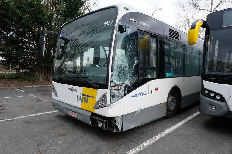 Verschillende bussen op de stelplaats werden beschadigd.