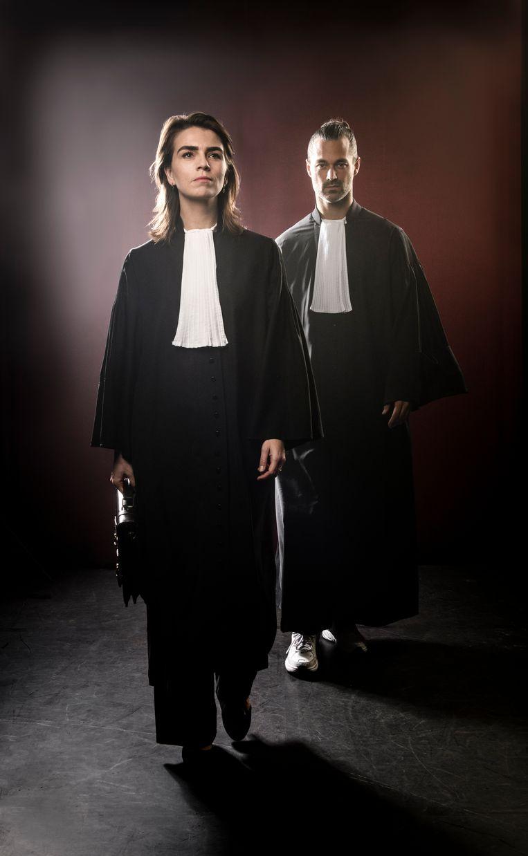 Louise Korthals als officier van justitie en Jan Kooijman als advocaat van de verdachte in het onlinemoordproces 'Schuld of onschuld'. Beeld Annemieke van der Togt