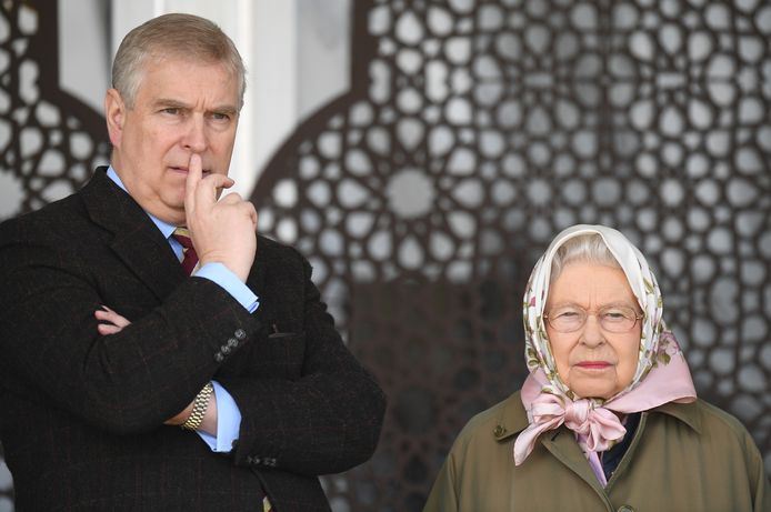 Prins Andrew en z'n moeder, de Queen