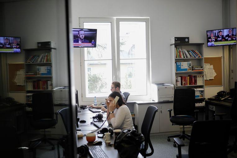 Drie redacteuren zeggen dat ze op zoek zijn naar een nieuwe baan, woedend en verdrietig over wat er met hun station gebeurt. Beeld Malecki Piotr