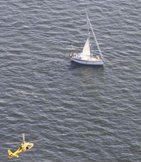 Zwemmende vrouw op 10 kilometer van de kust gered uit de Noordzee