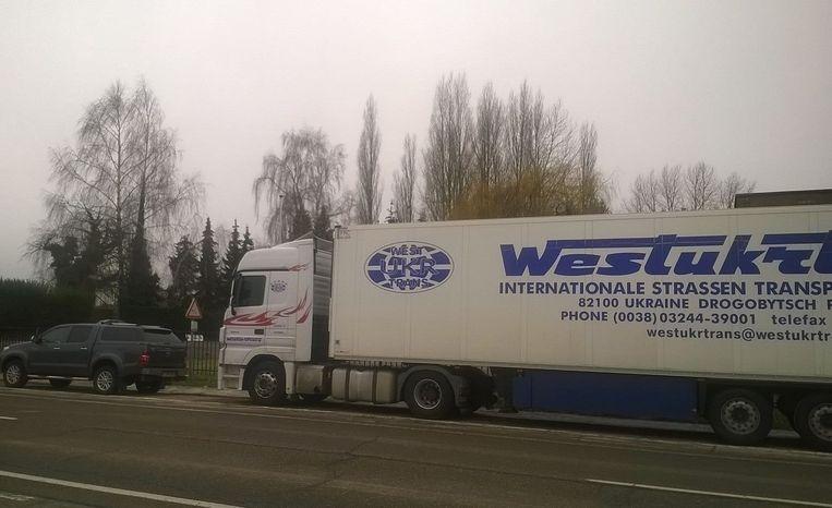 Het gebeurt dat tijdens weekends internationale vrachtwagens blijven staan