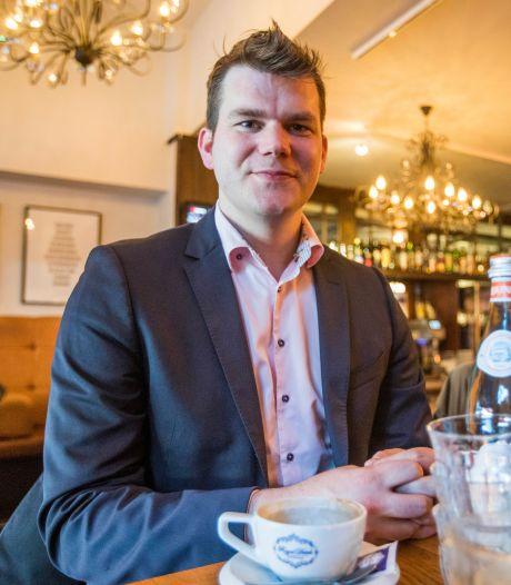 Zingende politicus Van Hees verlaat Haagse politiek