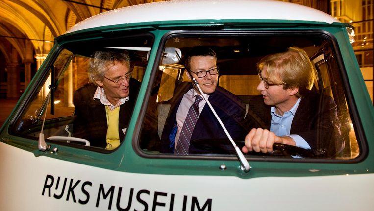 Boudewijn Poelmann (links) met prins Constantijn en Taco Dibbits (directeur collecties Rijksmuseum) bij de opening van de Rijksstudio, het digitaal archief van het Rijksmuseum. Beeld anp