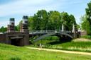 Het Mastvest park met zijn twee oude bruggen.