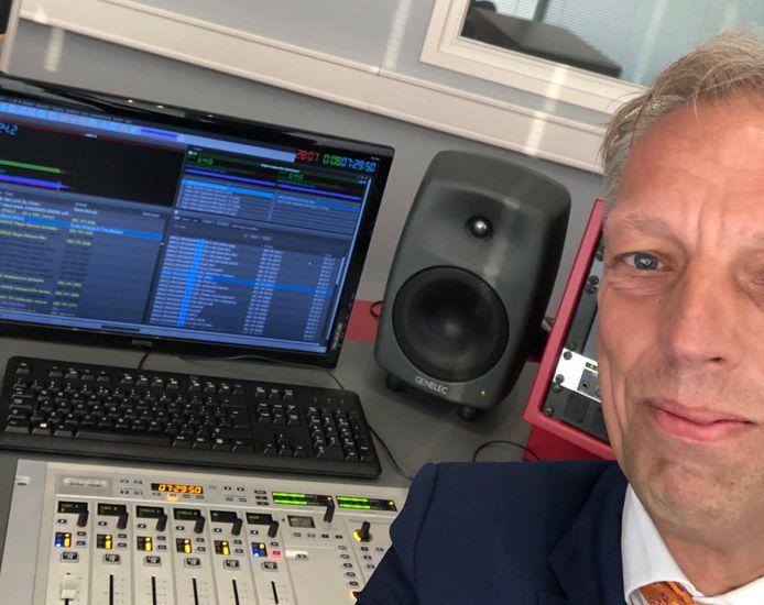 Burgemeester Sjors Fröhlich van Vijfheerenlanden reikte de lintjes vorig jaar ook uit in een Lintjescappuccino op Radio SRC.