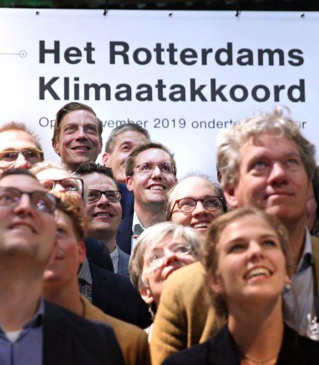 De daling van de Rotterdamse uitstoot van het broeikasgas CO2 zet door; Arno Bonte is blij