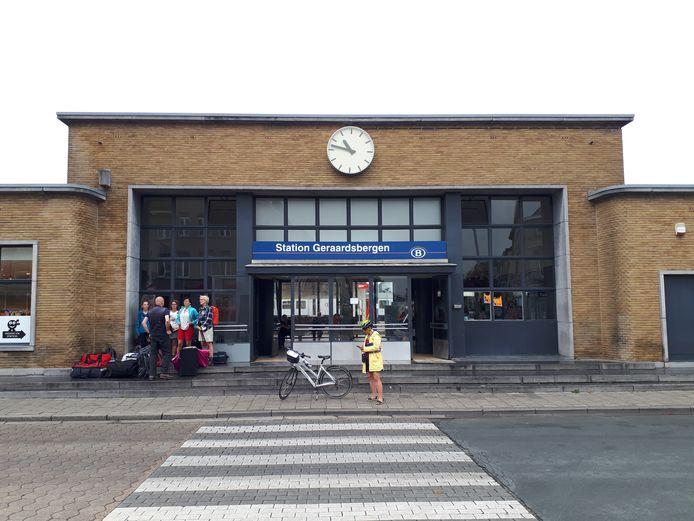 In het station van Geraardsbergen komt een boekenruilkast.