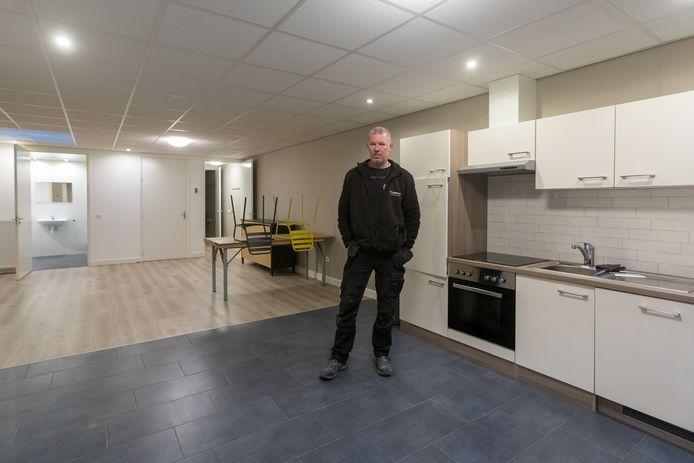 """Aannemer Bert Rijnders verhuurde hij boven zijn bedrijf twee woonstudio's. Naar eigen zeggen met het idee dat dat door de gemeente werd gedoogd. ,,Nu de keukens en badkamers weghalen is kapitaalvernietiging."""""""