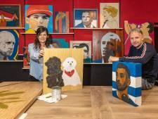 Zwollenaar en vriendin geven gebruikt hout als kunstwerk een tweede leven